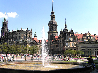 Dresden-schloss_1461680983.and